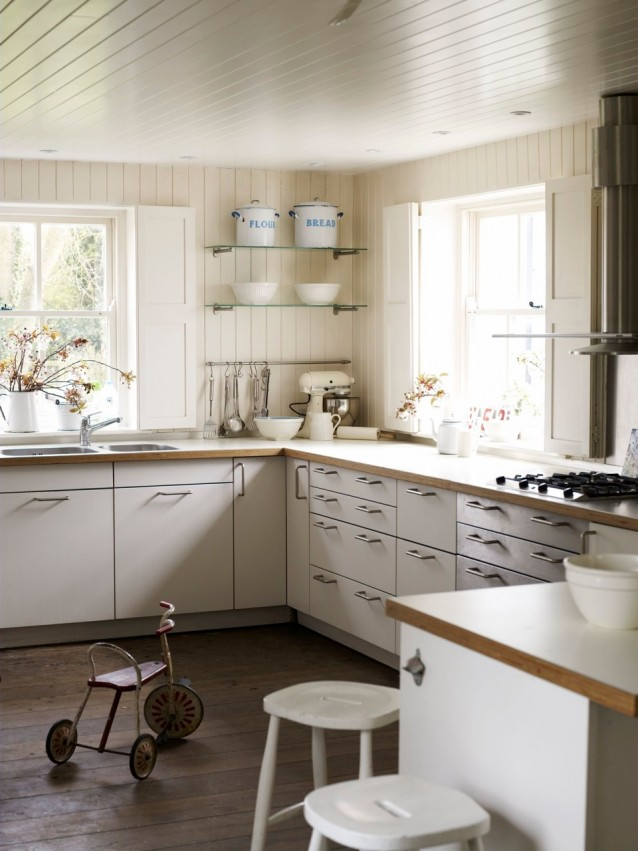Lookslikewhite blog for New england kitchen designs
