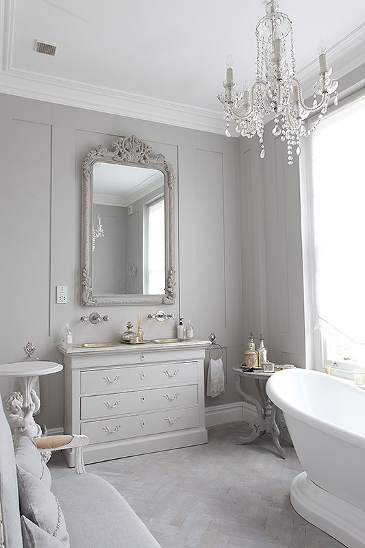 Lookslikewhite blog for Monochromatic bathroom designs