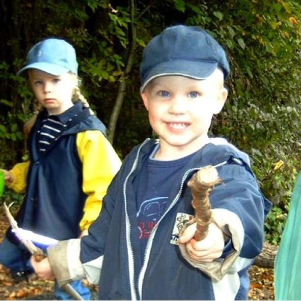 Am Montagnachmittagist die Waldspielgruppe von 13.30 h bis 15.30 h.