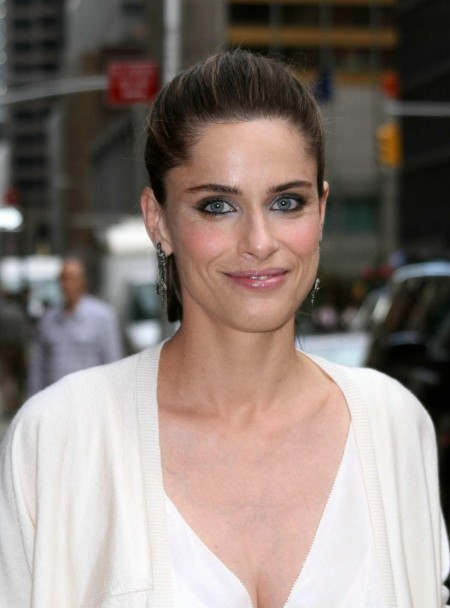amanda-peet-white-dress-arriving-late-show-david-letterman-ny-ap-visited-late-show-with-david-letterman-lo-1011100179.jpg