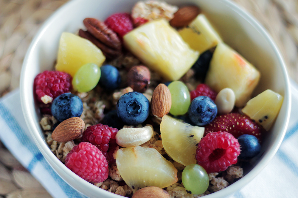 healthy snack fruits and granola