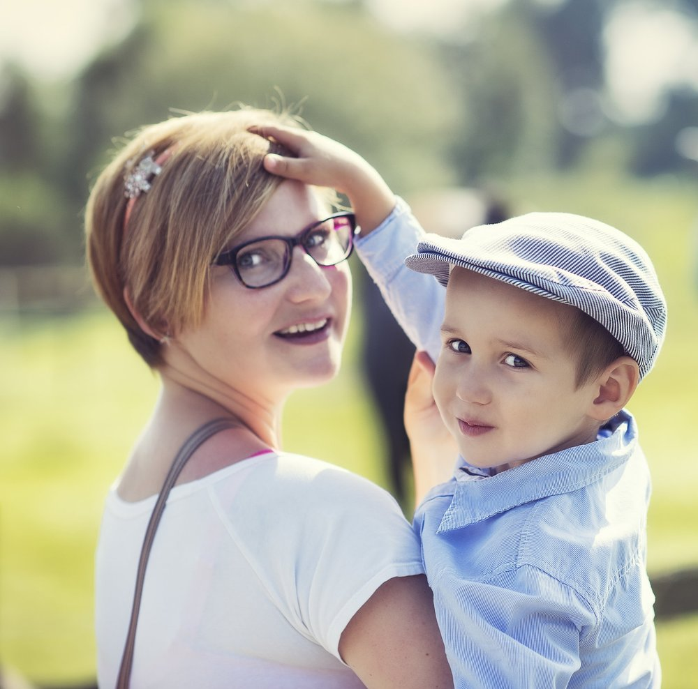 LENKA GAJDOŠTÍKOVÁ - Srdce, hlava i tělo BabYogyLenka je maminka dvou malých kloučků (Hugo 7 let a Oskar 4,5 roky), díky kterým se BabYoga zrodila. Baby jóga jí pomohla se naučit