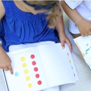 BARVY, HERVÉ TULLET    Kniha pro nejmenší i pro větší, o barvách, o prolíná se i o změnách, které k životu patří. Hervé má knih více… prostudujte!