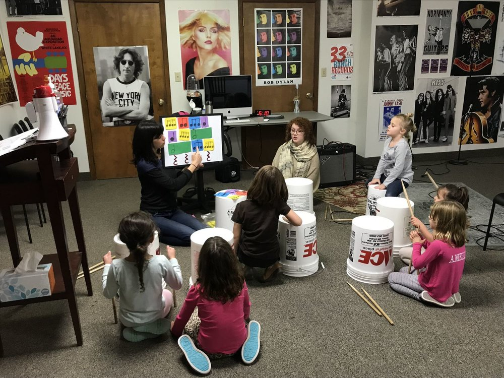 Pop Rocks (5-7) - The Pop Rocks Program is geared towards young, aspiring and beginning music students. This is a six week class introduction to music class.