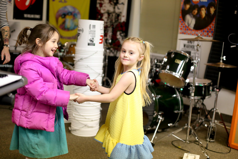 First Time Musician - Save $25 on our Pop Rocks (ages 5-7) (6-week program + studio performance) Only $125 now for the class. Includes RC logo music goodie bag. Add 6 weeks of private 30 minute weekly private lessons during the program for only $75 more and save over 40% on this introduction to music program!