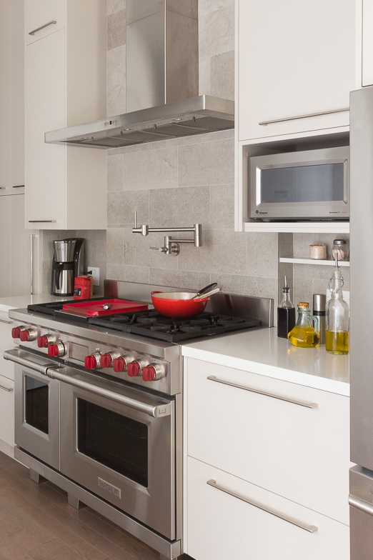 Stone niches for appliances and condiments keep the counters clear for prep and staging.