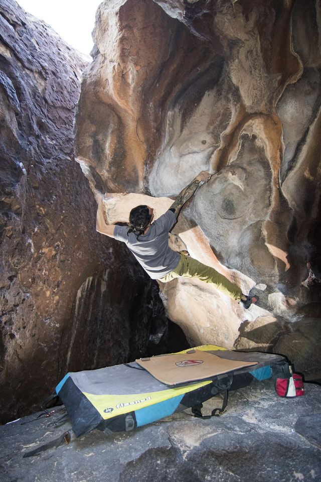V6-bouldering-at-hueco-tanks