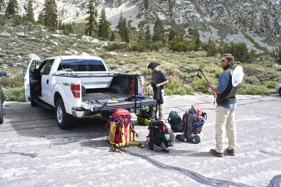 backpackers-at-onion-valley-campground-standing-by-truck