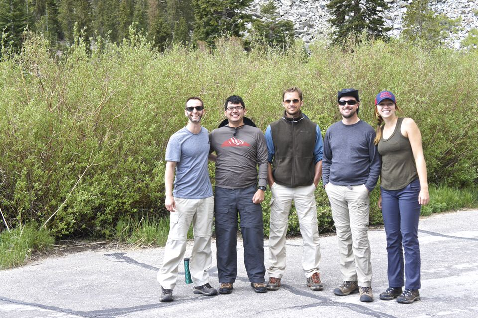 group-of-5-friends-about-to-hike