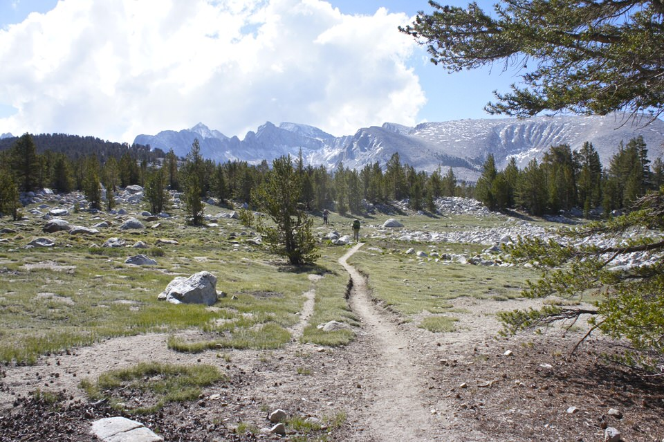 john-muir-trail-and-mountains