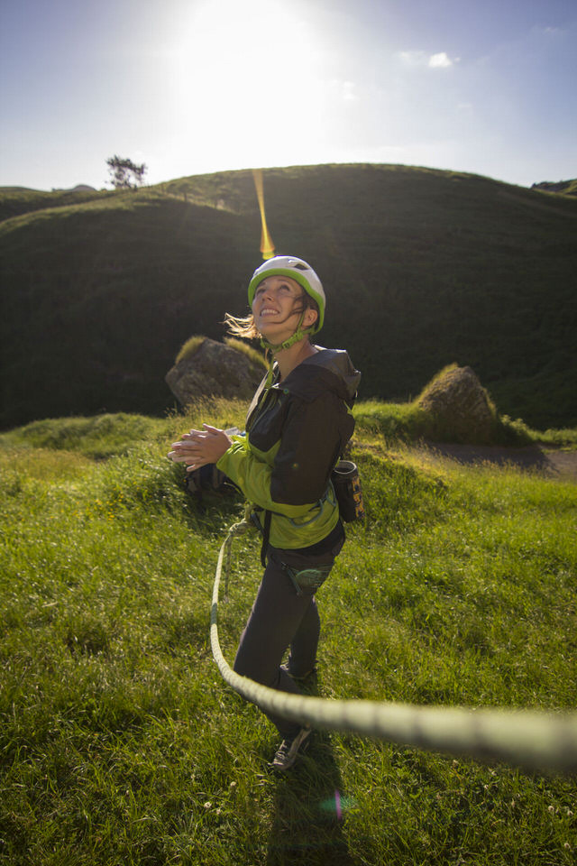 girl-climbing-froggatt-edge-new-zealand