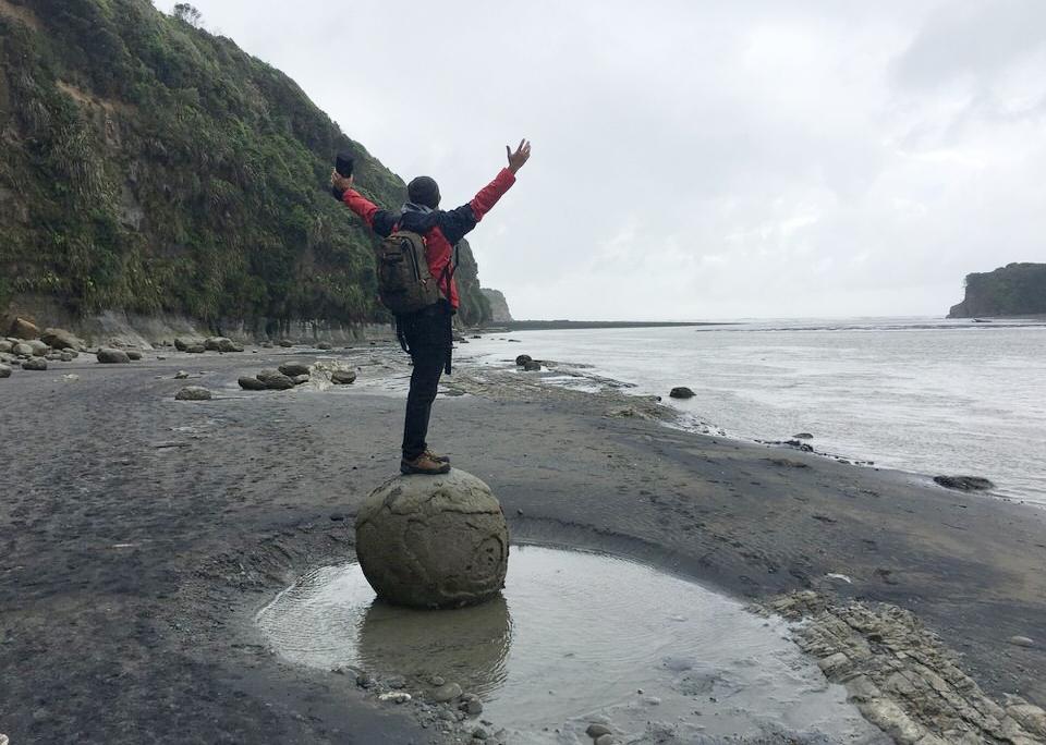 man-on-rock-tongaporutu-new-zealand-north-island