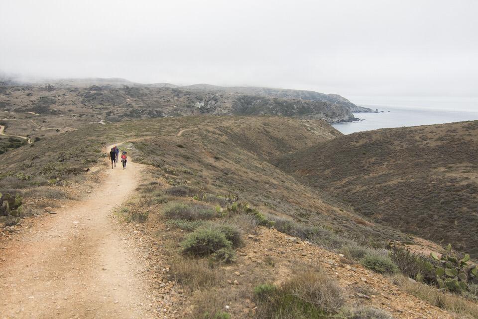 backpacking-along-coast-trans-catalina-trail