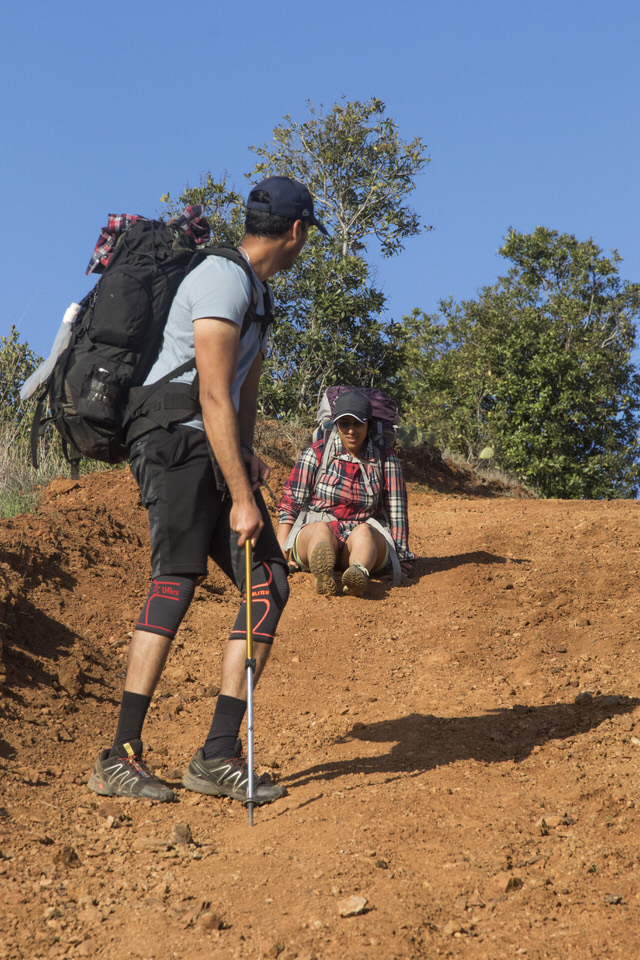 hiker-on-steep-hill-trans-catalina-trail