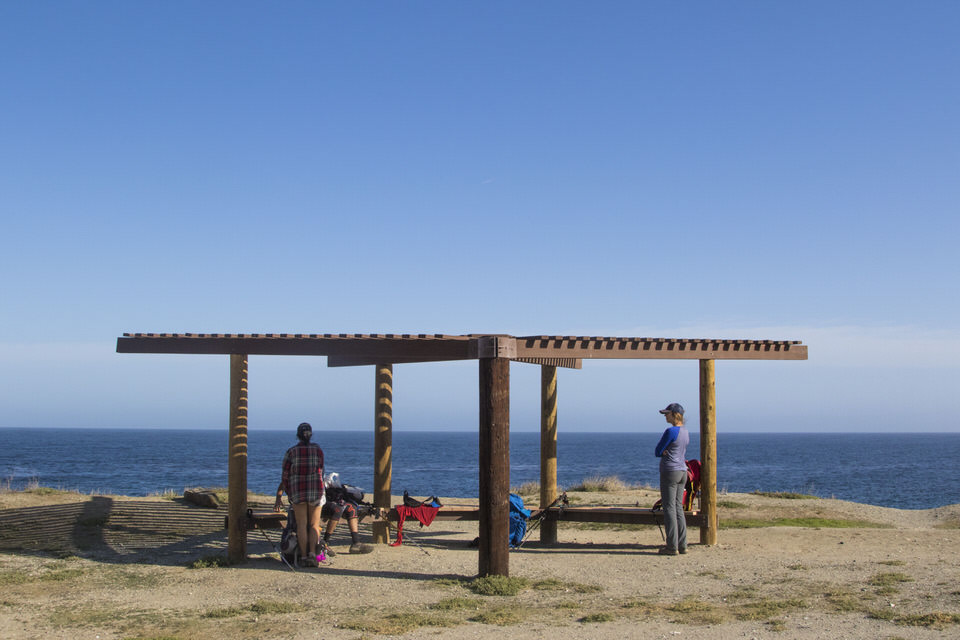 hikers-resting-parsons-landing-catalina-island