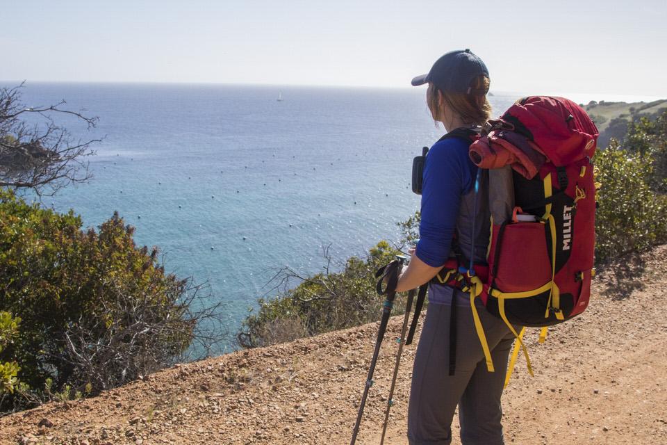 hiker-viewing-ocean-trans-catalina-trail