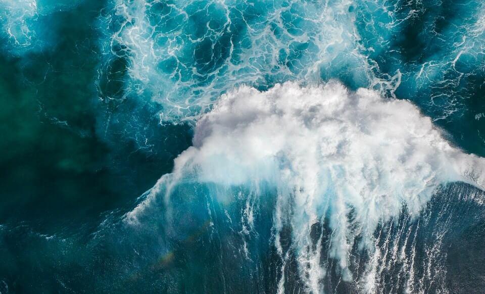 Beautiful blue waves from Oahu, Hawaii