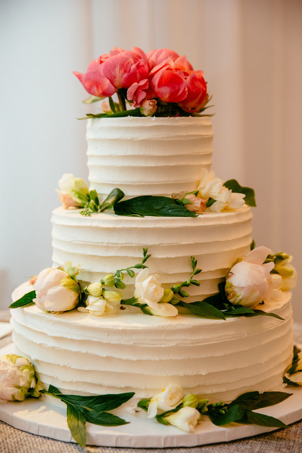 Tall & Small Events NYC, E+A - Pregnant bride surprise wedding cake gender reveal. Modern, non-denominational, garden wedding at Wainwright House, Rye NY. Photo: Tory Williams Photography