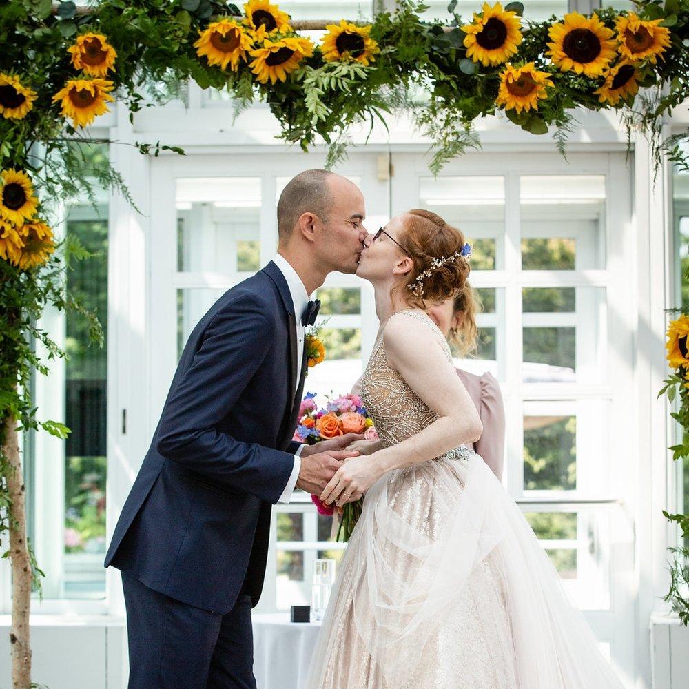COLORFUL   INTIMATE SUMMER GARDEN BRUNCH WEDDING     @ THE BROOKLYN BOTANIC GARDENS    RACHEL + JOSH