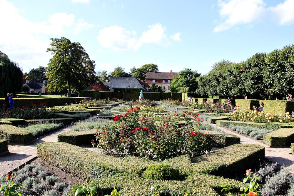The gardens in Rosenborg... clearly not Trivoli.