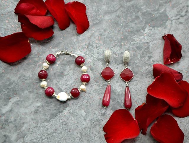 Add a touch of romanticism to your outfits this weekend with our ruby and pearls jewellery. Shop them at : Bracelet  www.excessjewellery.com/shop/ruby-and-pearls-bracelet Earrings https://www.excessjewellery.com/shop/ruby-earrings  #jewelry #jewels #toptags #fashion #gems #jewellery #gemstone #bling #like4like  #earrings #trendy #accessories #jewelrydesign #jewellerylover #beautiful #bracelet #style #likebackteam #fancyjewelry #instajewelry #finejewelry #cute #jewelrygram #fashionjewelry #jewelryaddict #colours #jewelrydesign
