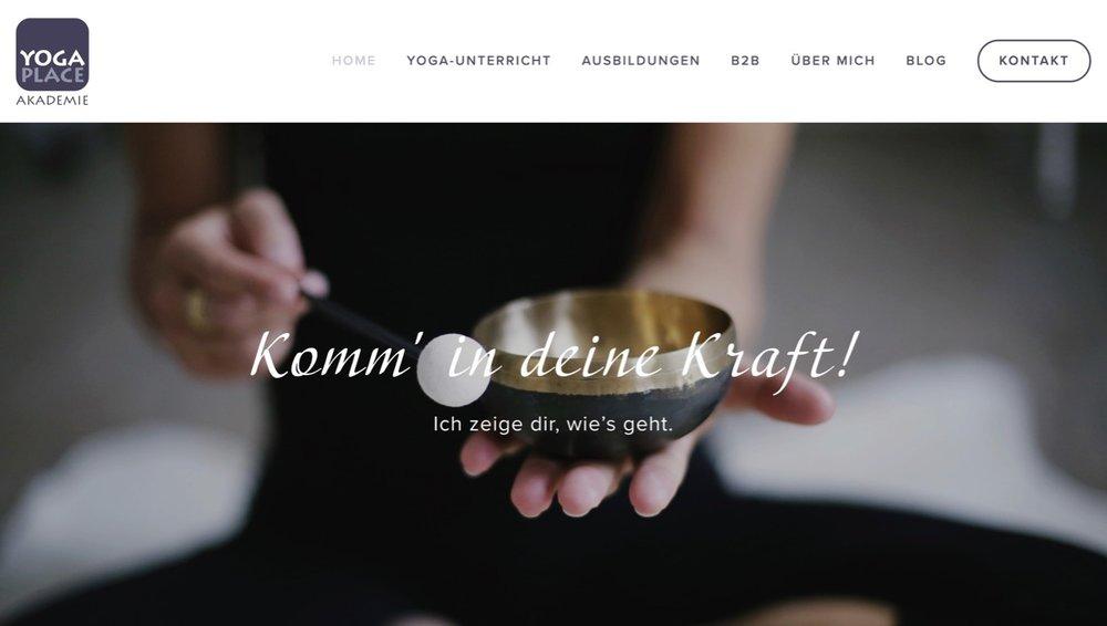 Gestaltung und Umsetzung der neuen Website auf Squarespace (Template 'Bedford') für die Yoga Place Academy von Selma Brenner.