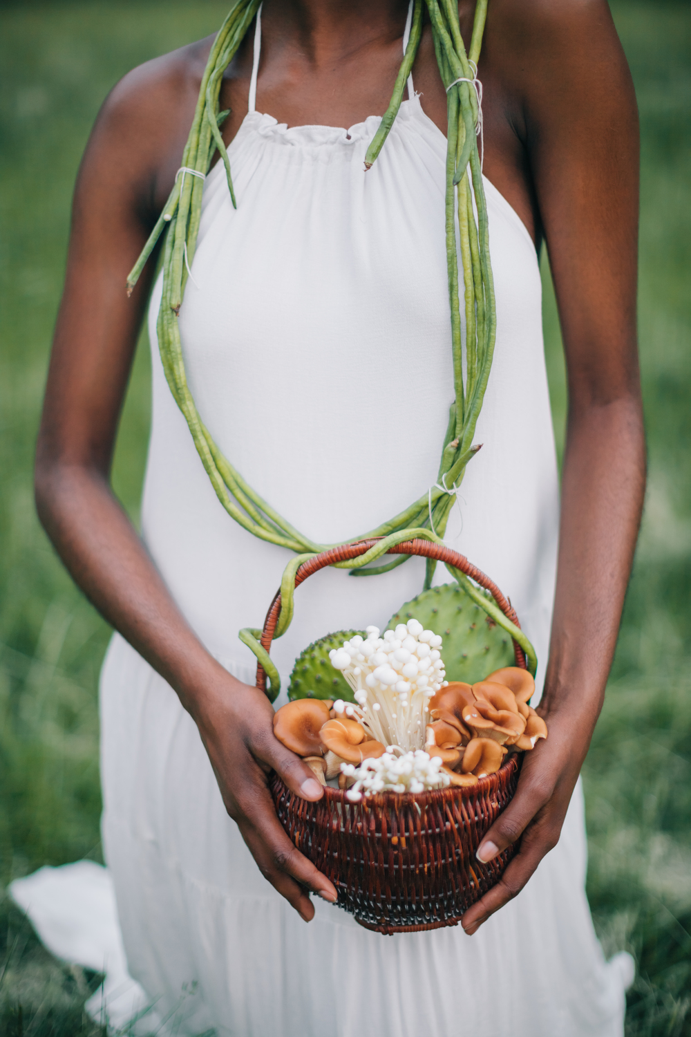 Example of infusing YOUR Style is this wedding shoot with an earthy bride. We used natural elements like mushrooms, long beans, sugar cane and cactus to make this shoot resonate with the bride's inner being. That is how far I go as a stylist to infuse my clients' style. Imagine what I can do for you! Photo @erikalaynephotos | Model @modelmebeautifully | Stylist @memkoh