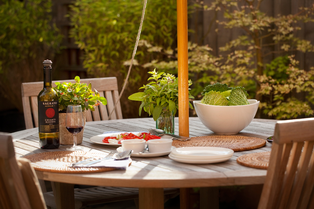 Good food, wine,a generous tomato and vegetarian mozzarella salad and our nutburgers are the perfect partners for chilled-out al fresco dining.