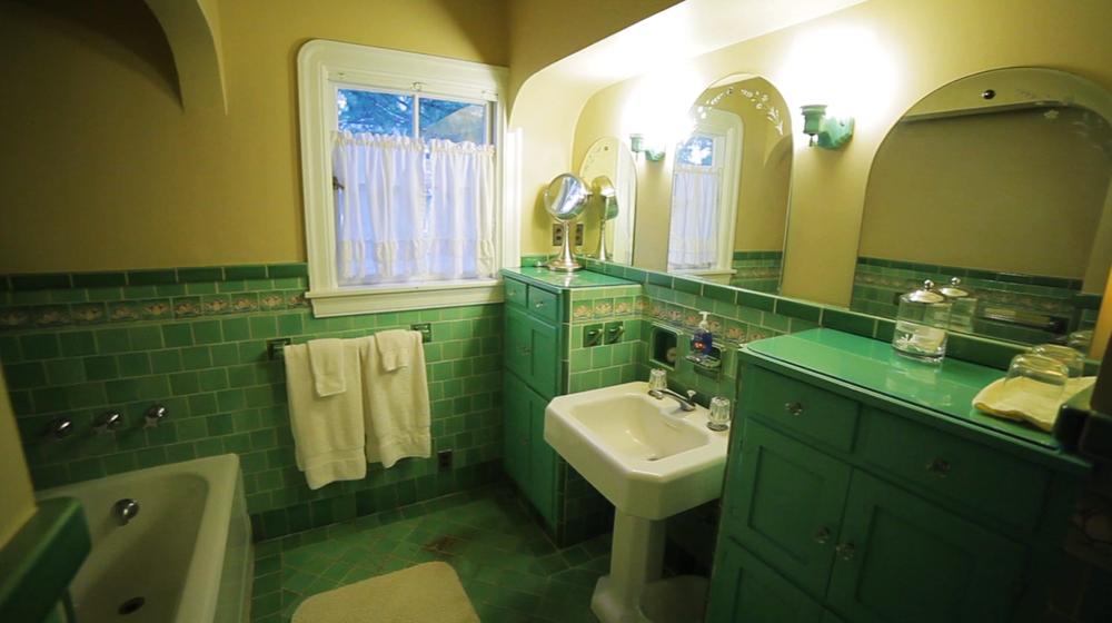 Green_Bathroom.png
