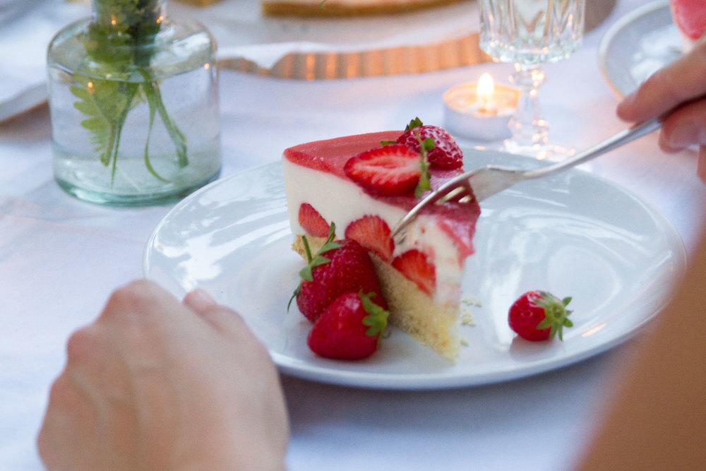 07_NOMNOM_Erdbeer_Champagner_Torte.jpg