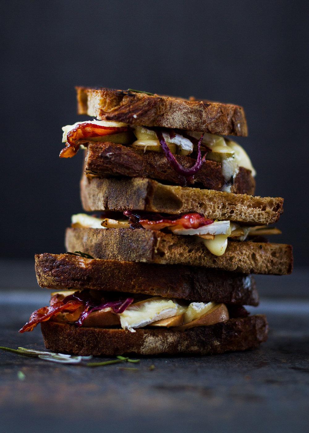 02_NOMNOM_Sandwich_Apfel_Brie_Speck.jpg