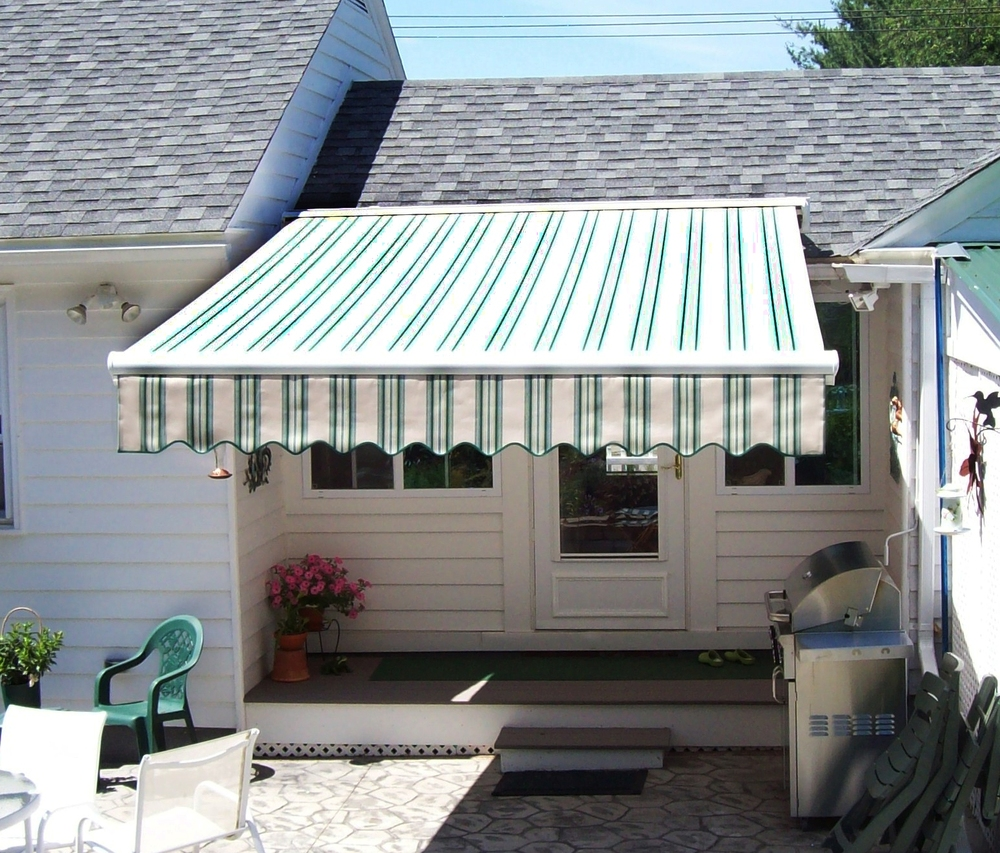 Keene, NH - Retractable Awning