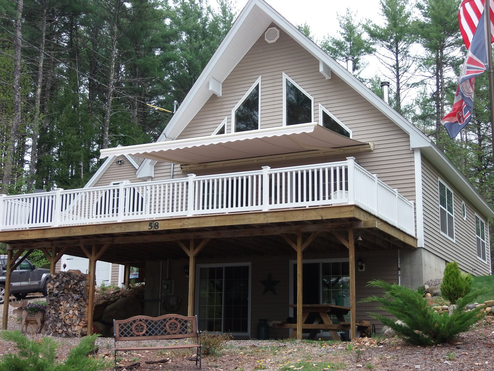 Sanburton, NH - Retractable Awning