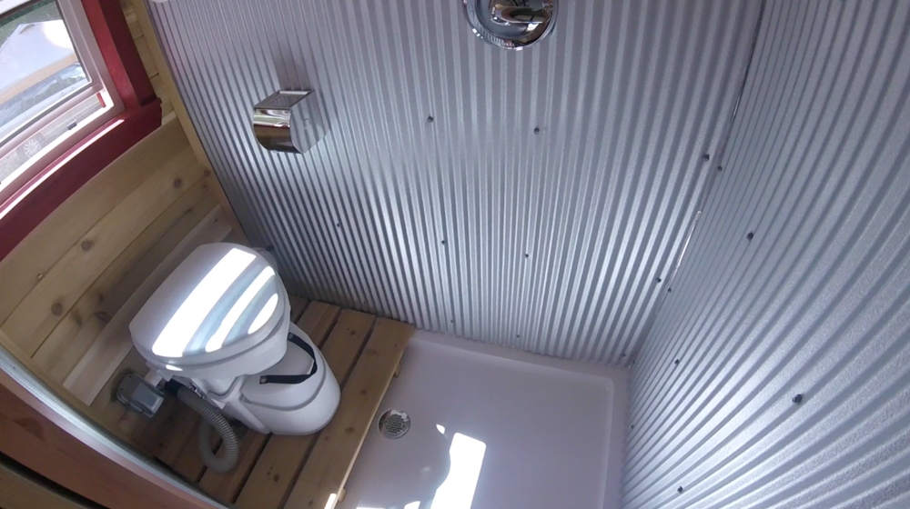 tinyhouse_wetbath_whirly