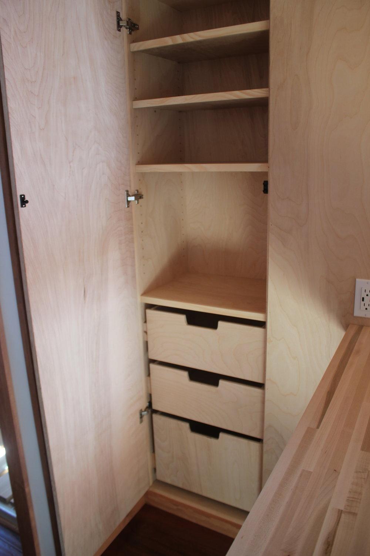 WhirlyHouse_closet2.JPG