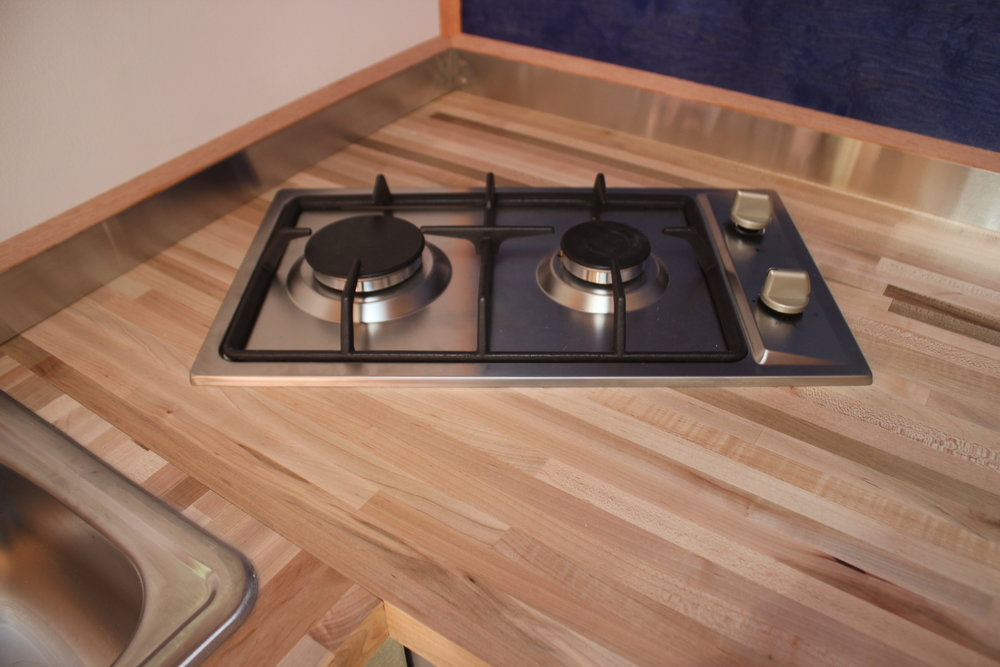WhirlyHouse_2burnercooktop.JPG