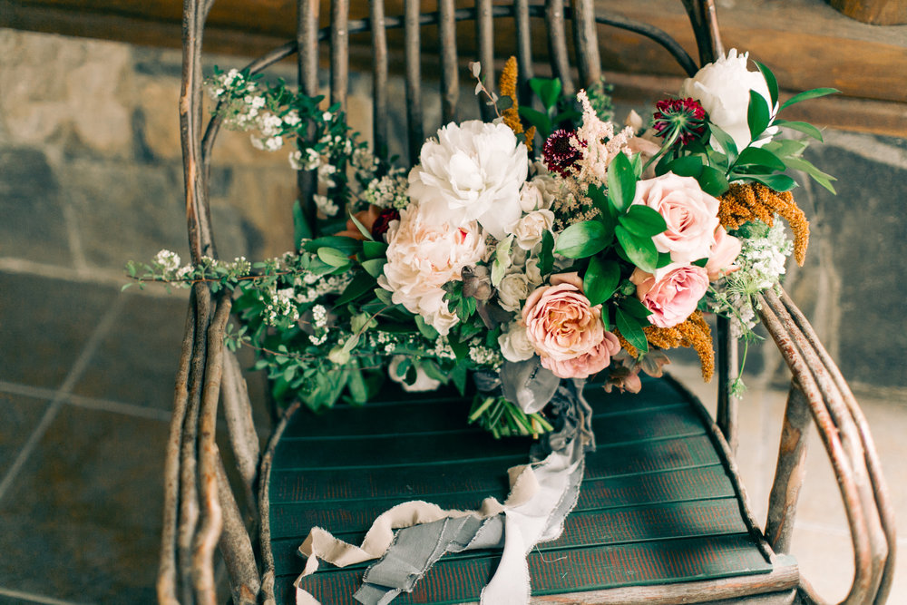 Watershed_Floral_Sarah_Jay_Migis_Lodge_Spring_Wedding_0195.jpg
