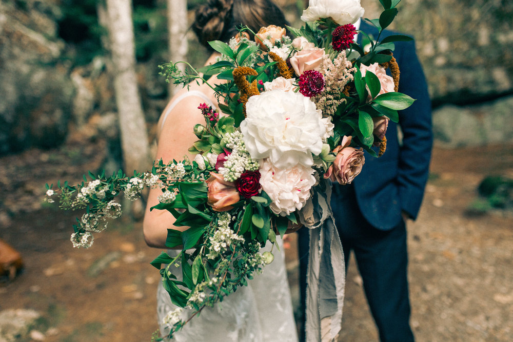 Watershed_Floral_Sarah_Jay_Migis_Lodge_Spring_Wedding_0307.jpg