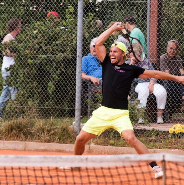 Schalli tennis.jpg