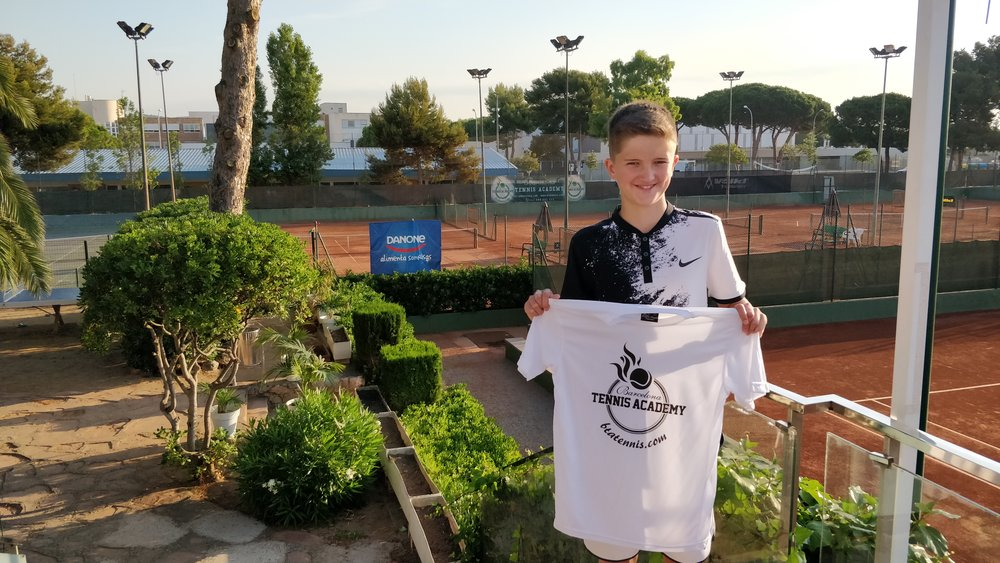 A happy Sam arriving at Barcelona Tennis Academy.