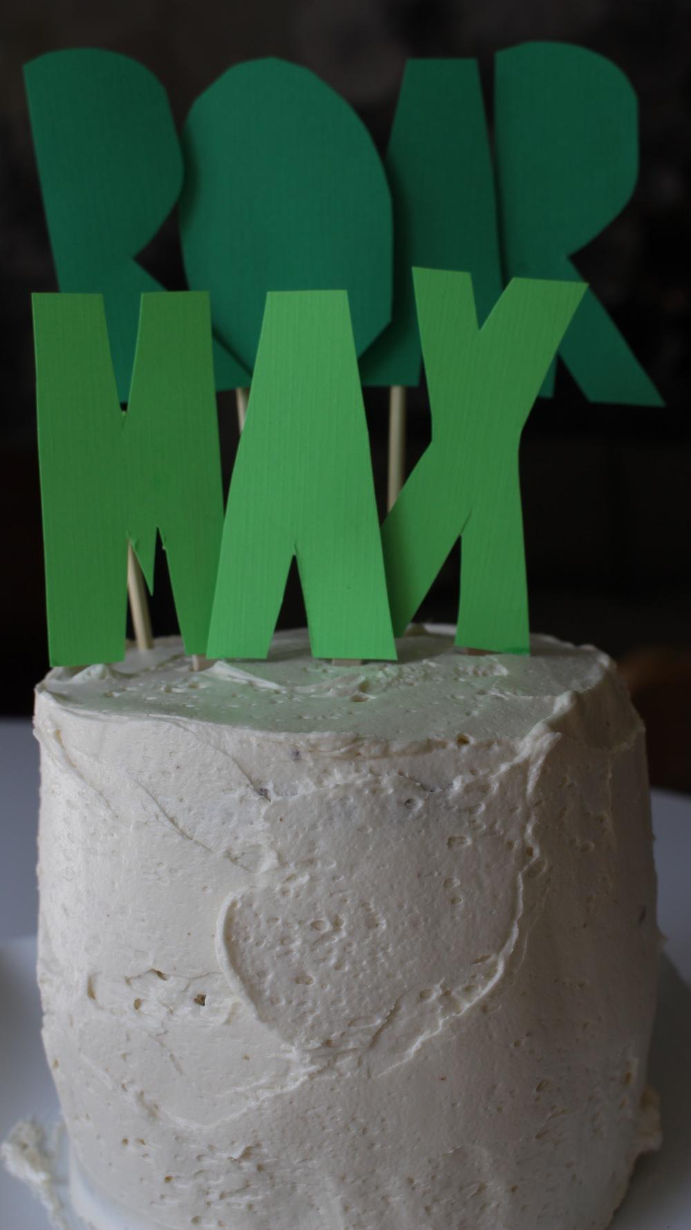 Smash cake! #Moderdino #dinosaurs #firstbirthday #dinobirthdayparty #kidsbirthday #meandthemoose