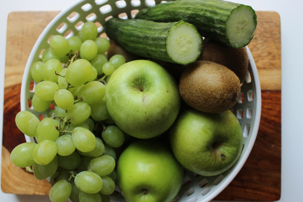 Cucumber, green apple, and grape puree | Me & The Moose. Lightly steamed apple, raw grapes, and raw cucumber make a refreshing puree, frozen pop, or gummies. #meandthemoose #toddlerfood #fingerfood #cucumber #grapes #apple #puree #babyfood