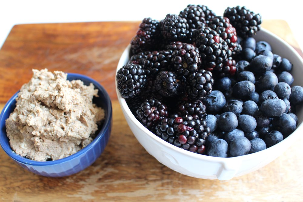 Chicken liver and berry puree | Me & The Moose. Chicken liver, blueberries, blackberries, and apples are a fabulous combination for babies and toddlers (and adults). #meandthemoose #puree #chickenliver #iron #protein #berries
