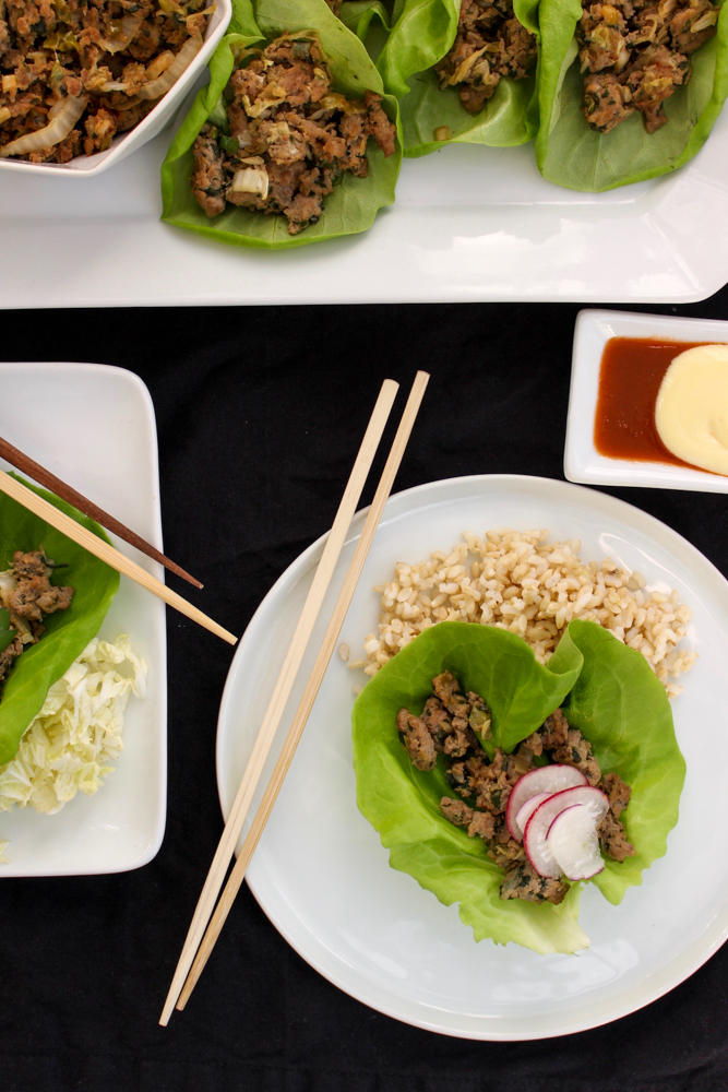 Dumpling lettuce wraps | Me & The Moose. This dish is so simple, is ready in under 30 minutes, and will make everyone at your table happy one way or another. #meandthemoose #dinner #thirtyminutemeals #easydinner #dinnerrecipes #dumplings #pork