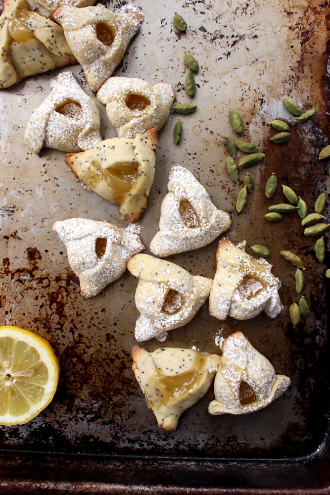 Lemon poppyseed hamantaschen | Me & The Moose. These hamantaschen are a twist on a classic and a quick-cooking spring-y cookie. #meandthemoose #hamantaschen #lemonpoppyseed #cookies #cookierecipes #purim #Jewishrecipes #baking #easybaking