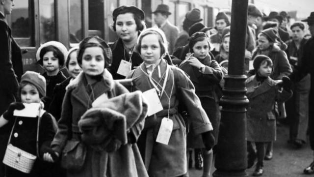 JEWISH CHILDREN ON THEIR WAY TO BRITAIN IN 1939