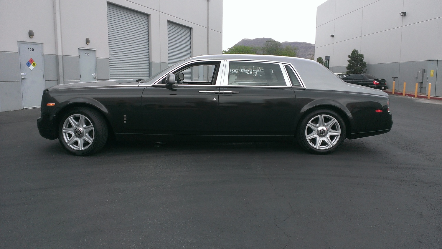 rolls royce phantom white with black rims. so if you lease a high end vehicle but want to stand out wraps are the only way go peel it off when is up and itu0027s good as new rolls royce phantom white with black rims
