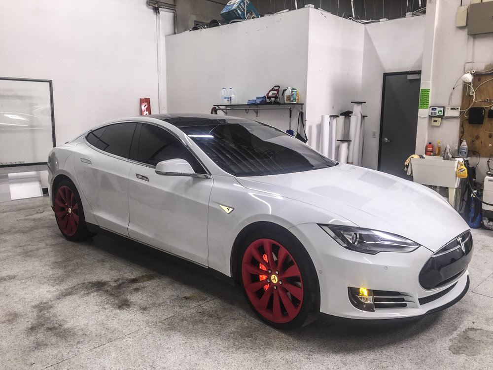 Tesla Model S - Reflective Calipers and Accents, Plasti-Dipped Rims, and Partial Chrome Delete