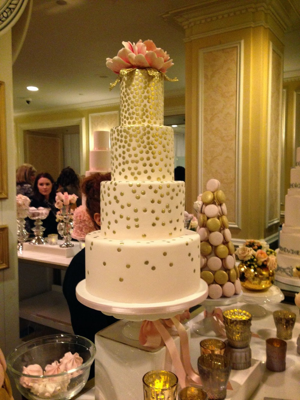 bobbette and belle cake at wed luxe show 2014