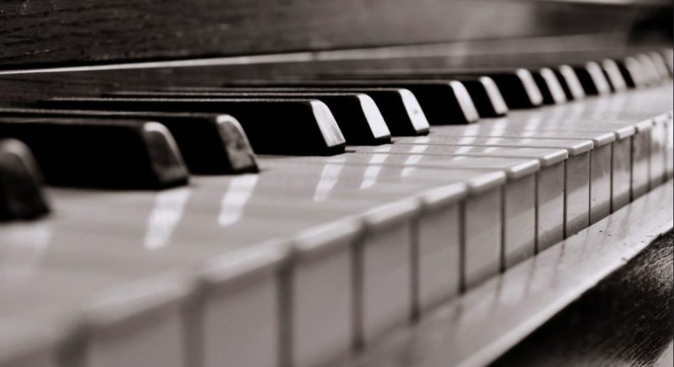 piano-keys-2-e1533913630537-962x524.jpg